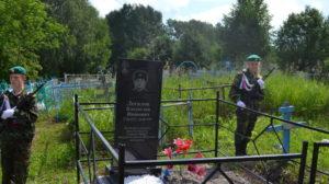 В Алтайском районе заменили памятник погибшему на Территории Чеченской республики