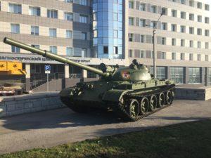 В предверии 90-летия ВДВ Мемориальная композиция на площади Ветеранов в Барнауле, пополнилась танком
